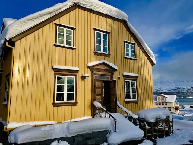 Historic house in Akureyri with sauna and hot tub