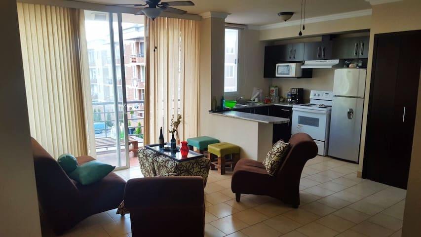 Private room in quaint apartment - Tegucigalpa - Leilighet