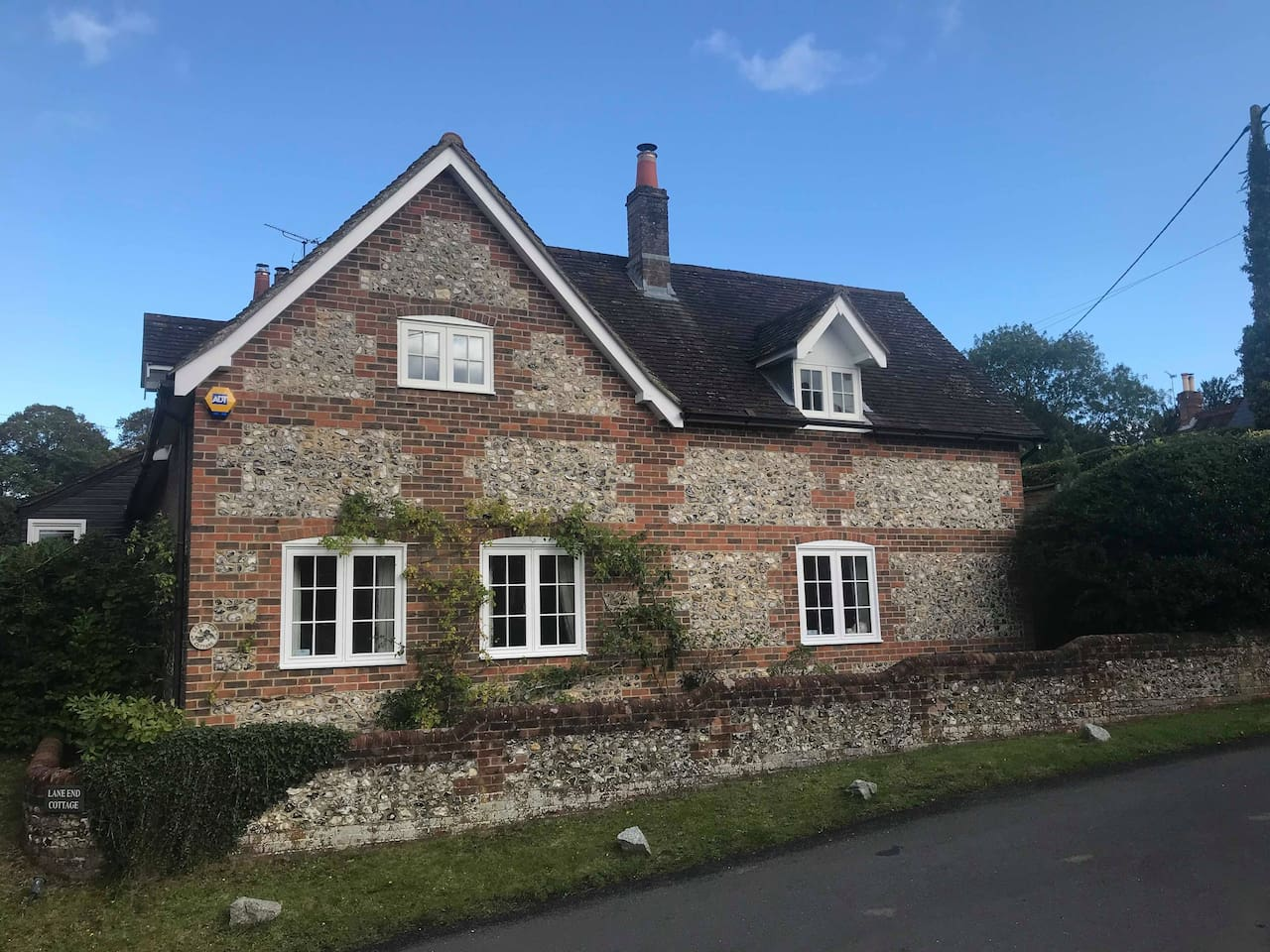 This is the photo of the place you will stay in and the windows at the top are the bed rooms and the sitting room is the right hand window thanks
