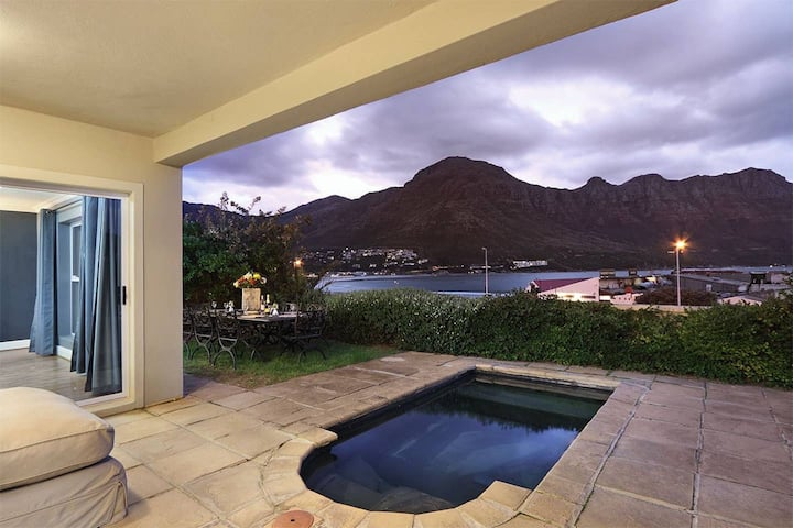 Stunning 8 sleeper villa Hout Bay's Beachfront