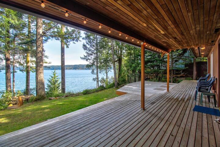 Spacious Hood Canal cabin w/ expansive deck & beach access!