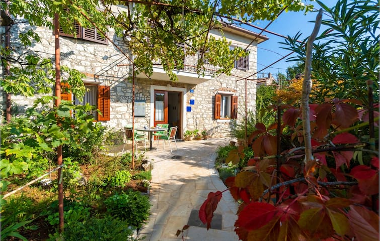 Holiday apartment with 2 bedrooms on 44m² in Umag