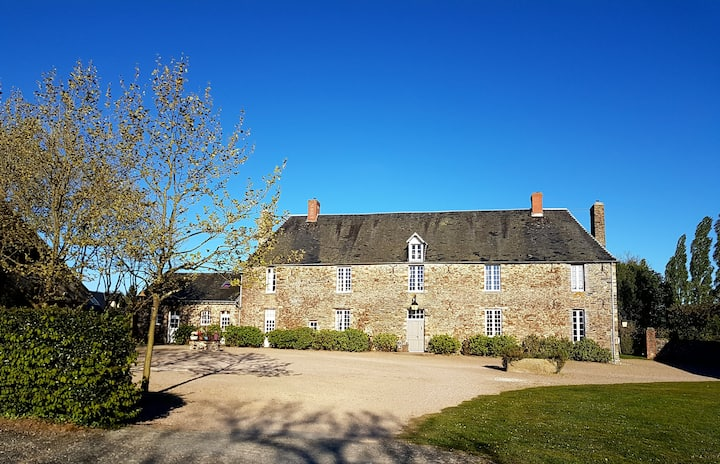 Room 44  - Manoir de Hérouville