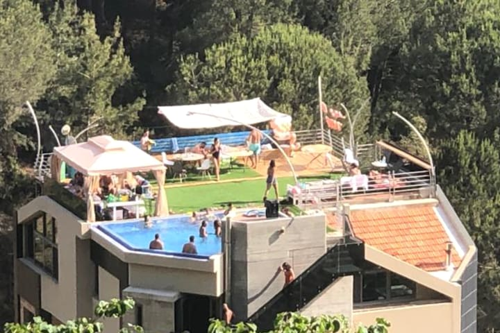 Pool Parties Bachelors  Day Events Brumana+Seaview