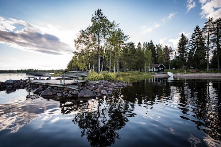Idyllic cottage by the lake