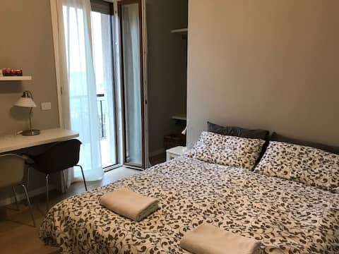 Centrum, privat soveværelse, badeværelse og balkon