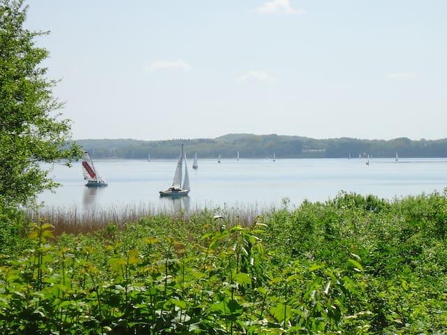 Lärchenhaus am See mit Seeblick - Groß Sarau - House