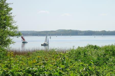 Lärchenhaus am See mit Seeblick - Huis