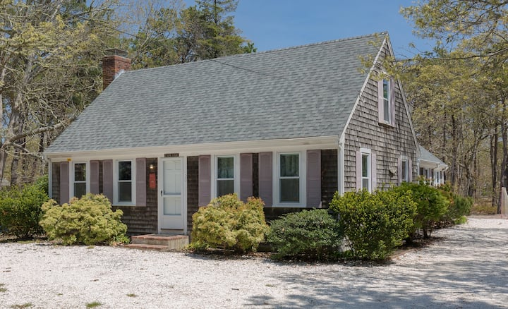 #20: Large Updated Cape, Central AC, Walk to Beach