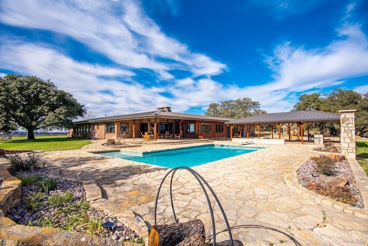 Newly Remodeled Rural Ranch Retreat w/ Heated Pool