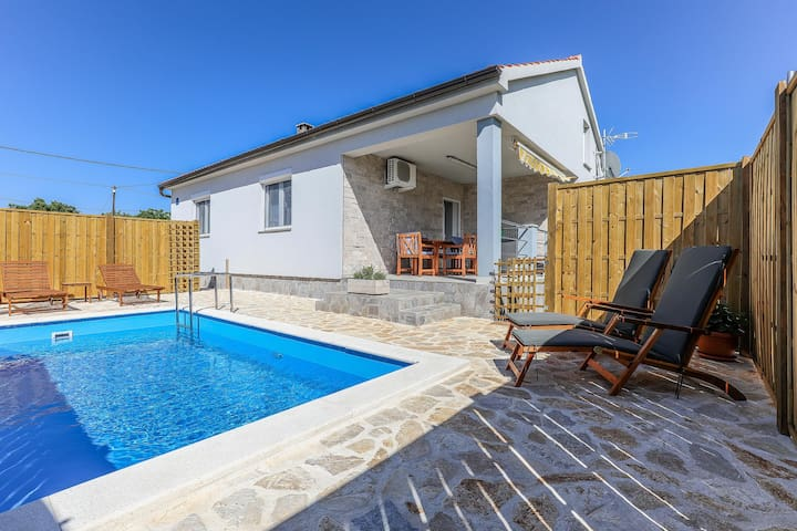 Holiday House ''Eda'' with a pool