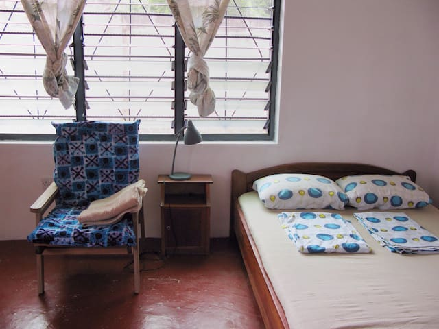 Ghana -Room 1 in fab house with car - Cape Coast - House