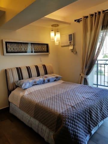 City suites studio unit with balcony,new