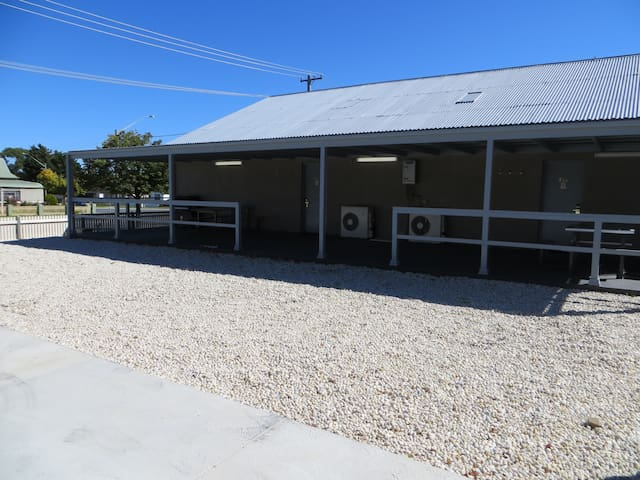 Best Western Goulburn 3 Bed Room Semi Detached 61B - Goulburn - Huis