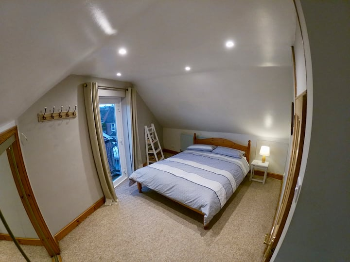 Spacious En-suite Loft Bedroom
