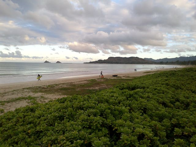 Kailua Beachside 2bed/2Bath Sleeps 8