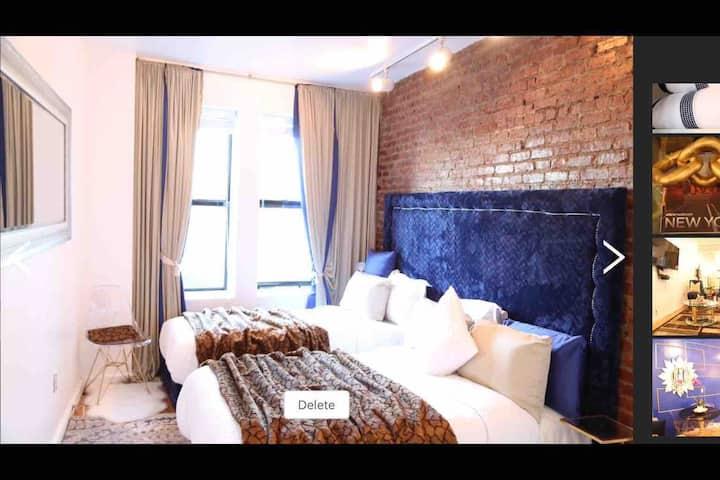 Amazing Room With NYC Skyline View .