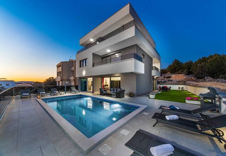 Beautiful Villa Shaula, in Šibenik