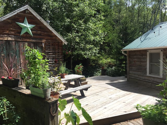 The Buckwood - A Streamside Catskills Cottage - Livingston Manor - Haus