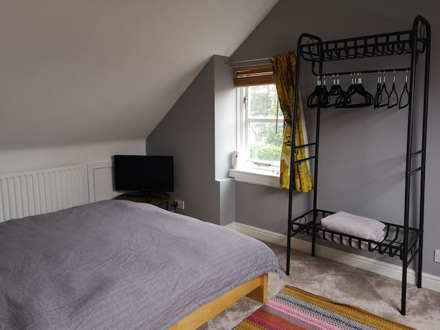Top floor King-size, homely bedroom and ensuite