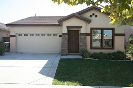 Lincoln, CA. Fully furnished 3 bed. - Lincoln