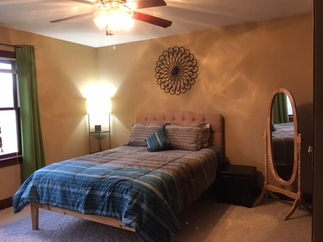 Nice Quiet Queen Bedroom - Heath - House