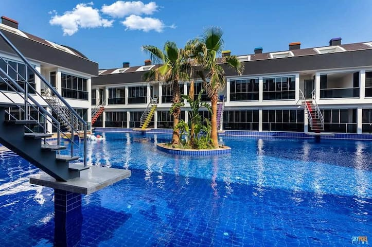 Luxury Apartment For Families With An Amazing Pool