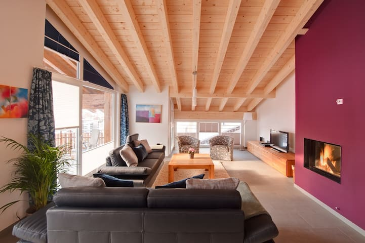 Powdersnow Loft - Matterhorn views, sleeps 6-7