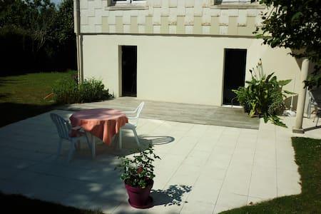 Studio avec terrasse - Saint-Viaud - 独立屋