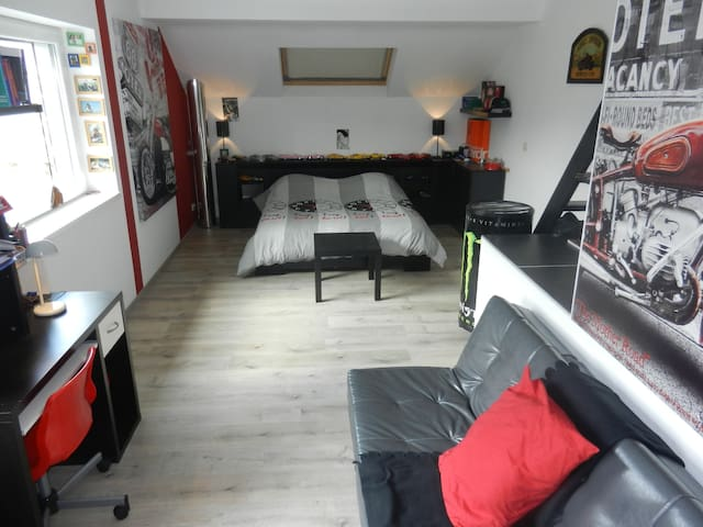 Bedroom 7km from the track of Spa-Francorchamps