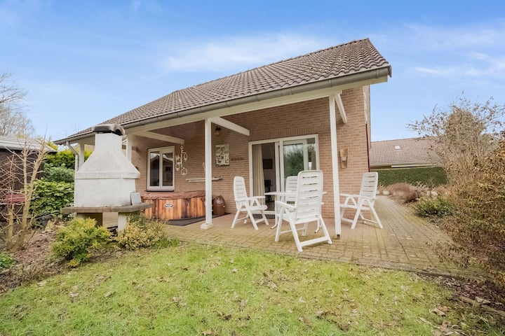 Lush Bungalow in Beek Gem Montferland with Jacuzzi