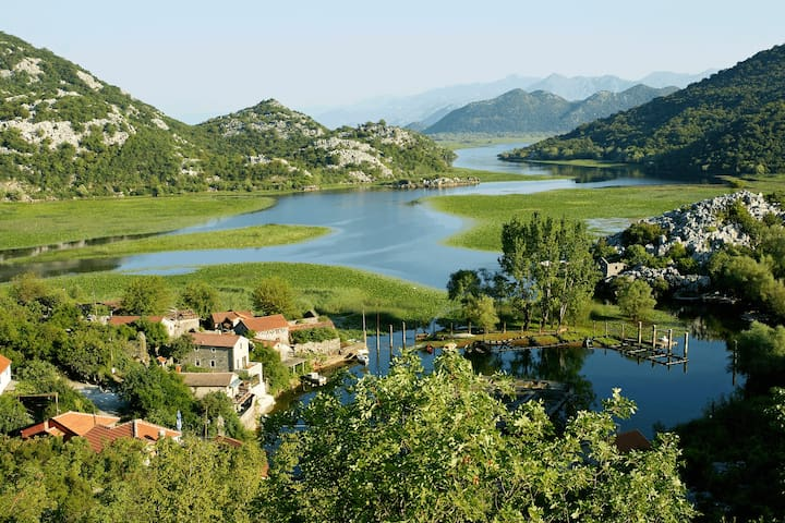 """Paradise House"" at National Park Skadar Lake - Cetinje - Hus"