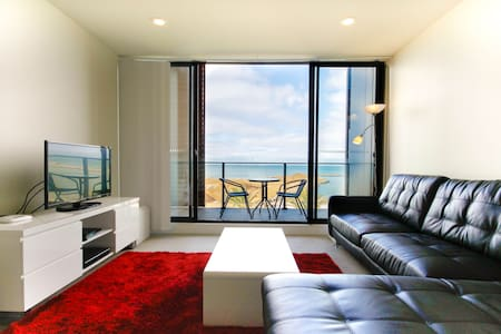 Amazing waterfront Apartment - Werribee South