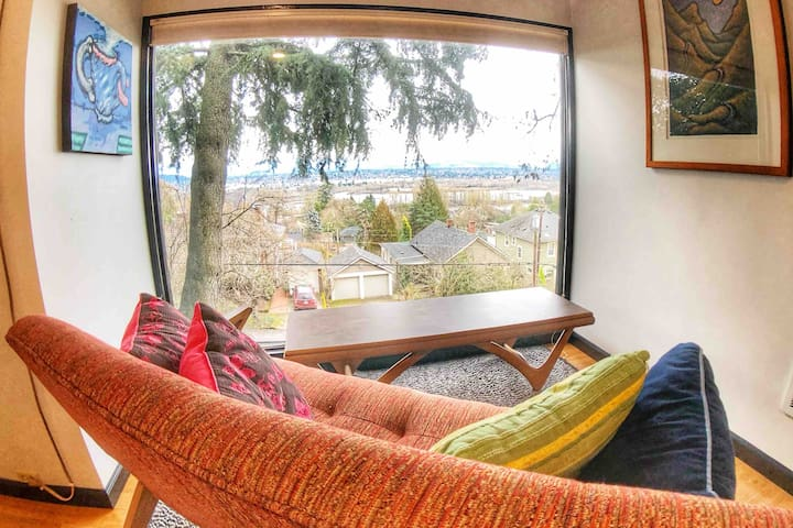 Studio with a VIEW - Access to Trails, OHSU, & VA