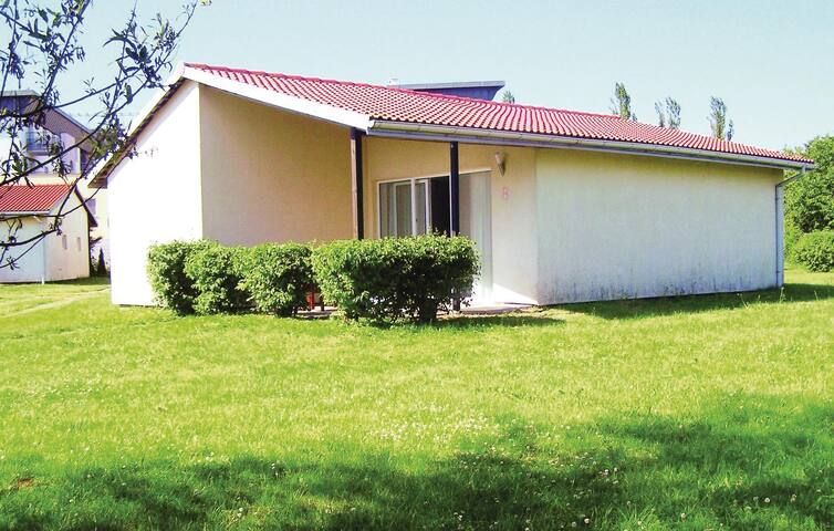 Holiday cottage with 3 bedrooms on 57 m² PPO533