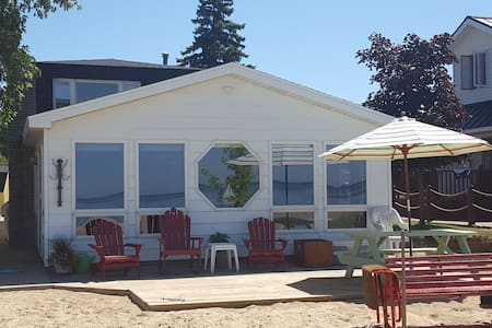 Waterfront home with sandy beach located in town - Caseville - Huis
