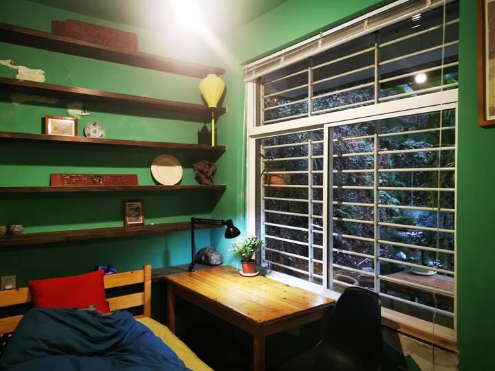 秘舍|北高峰北麓山林边带小花园的房间