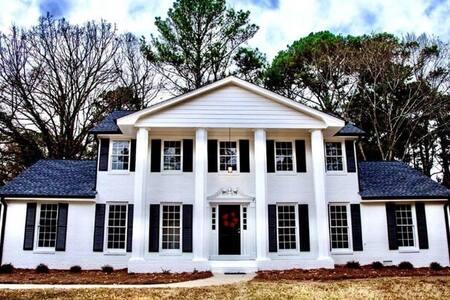 Charming  Southern Home Next to StoneMountain Park