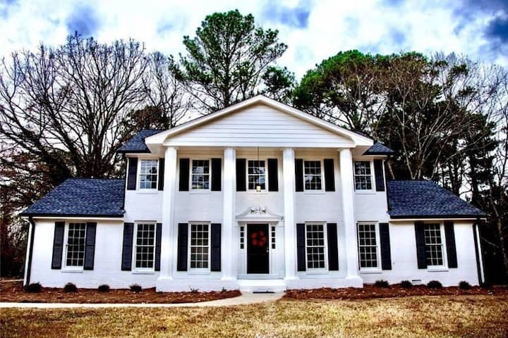 Charming  Southern Home Next to StoneMountain Park