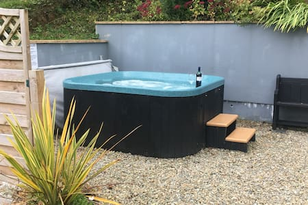 Cosy Retreat with relaxing hottub and bikes! - Cenarth - Rumah Tamu