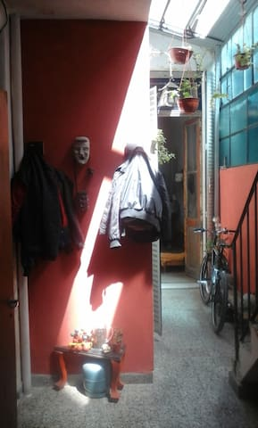 sublet big room in old house across Subway stop - Buenos Aires - House