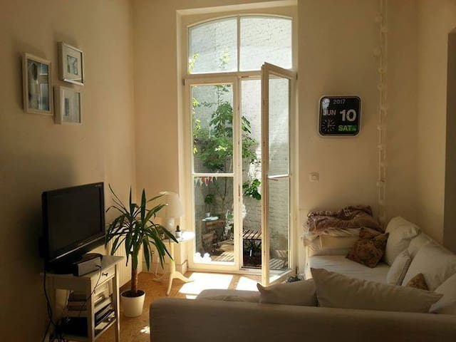 Beautiful sunny room in popular Saint Gilles