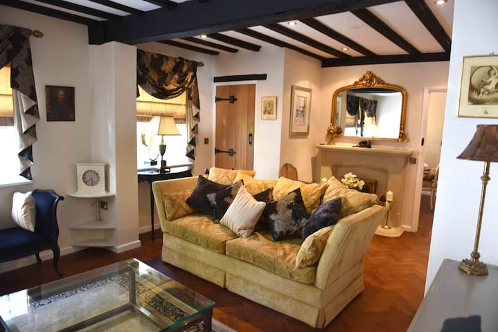 Luxury Eton Cottage, 5 minutes from Windsor Castle