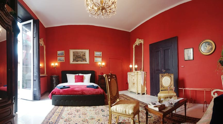 VISCONTI LEOPARD BEDROOM - B&B - HISTORICAL CENTER
