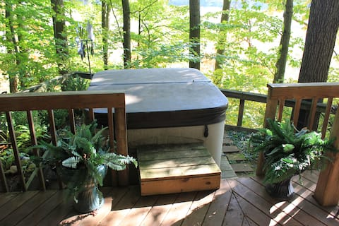 Peaceful Relaxation in the Woods with Hot Tub