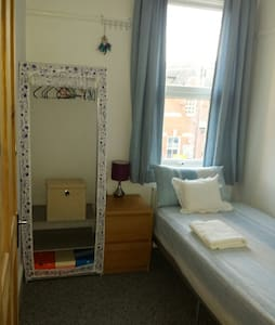 Cozy Single room, 30 mins to centre *Women only* - Londres - Casa