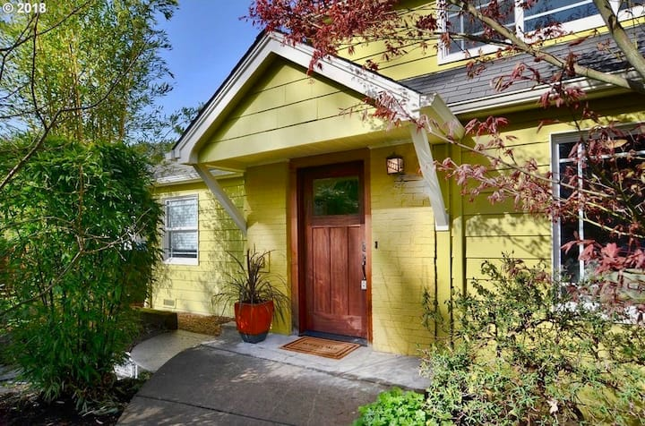 Charming 1940s Bungalow w/Garden Guesthouse