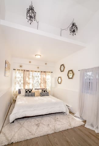Luxurious Room - 10 Minutes from Downtown