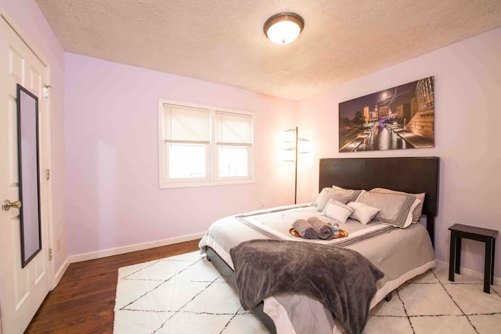 Private Room #1: 1st Floor, Urban Villa on Talbott