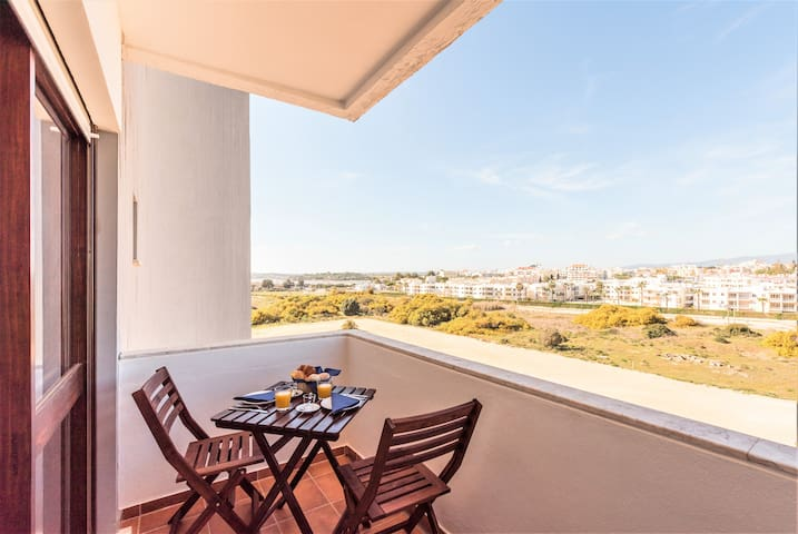 Alvor Beachfront Cozy Studio River & Mountain View
